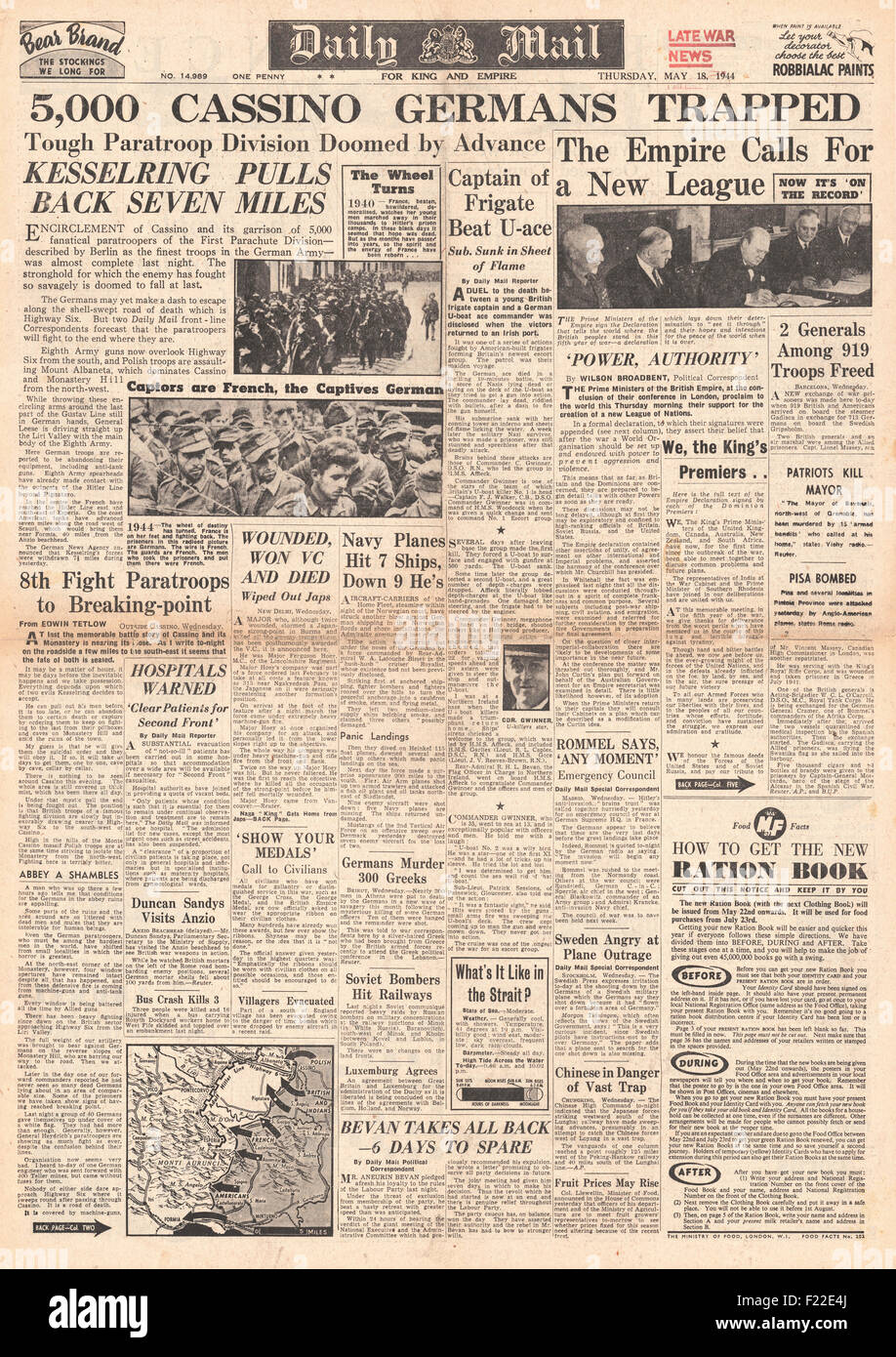 1944 Daily Mail front page reporting German forces trapped at Monte Cassino - Stock Image