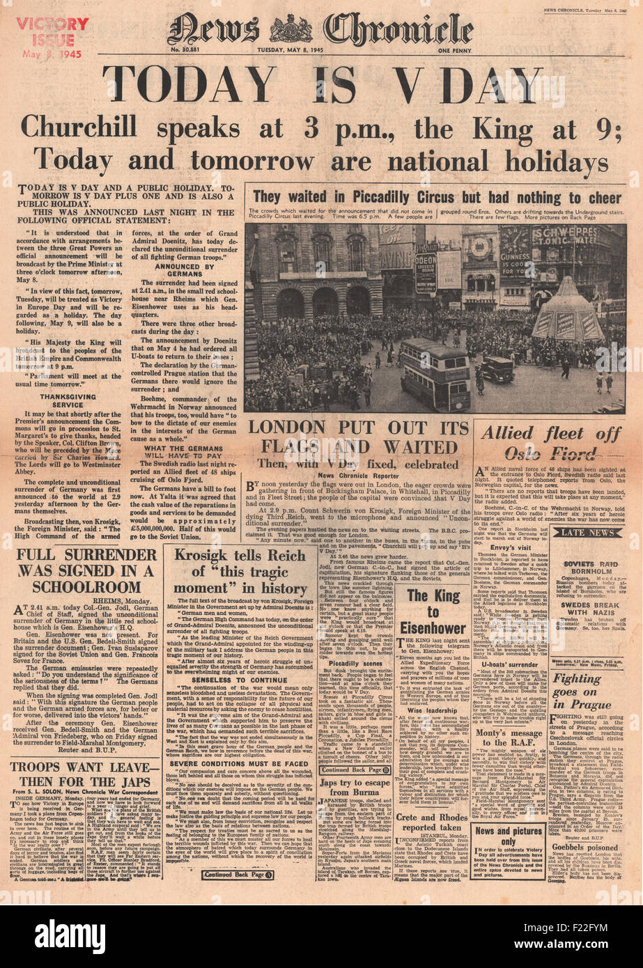 1945 News Chronicle front page reporting VE Day Stock Photo