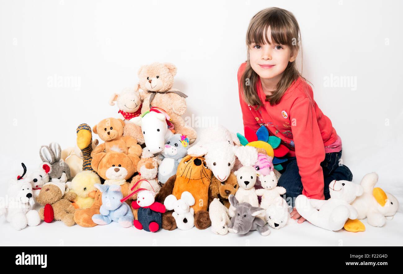 Kind mit Kuscheltieren - Stock Image