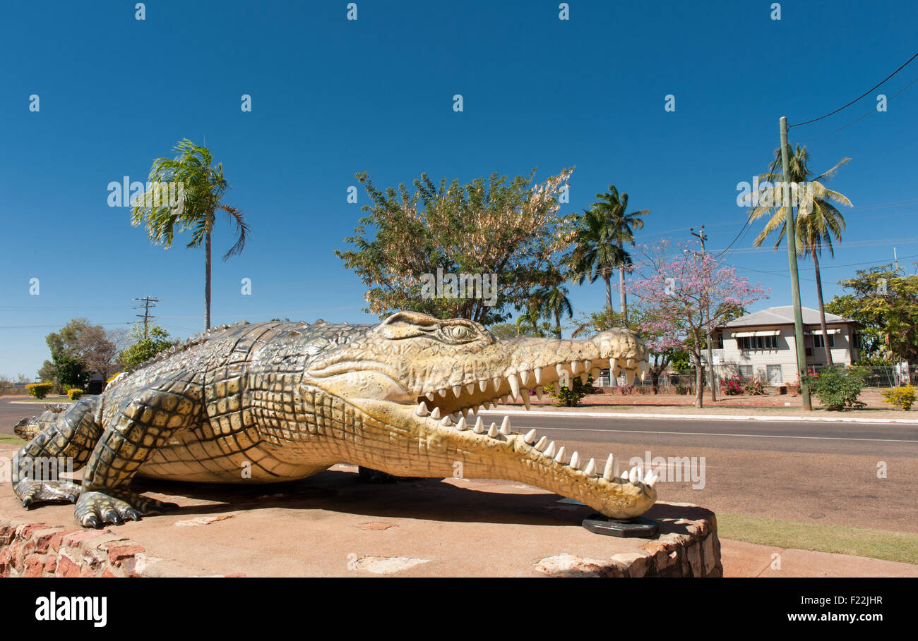 Statue of an 8.64 m long saltwater crocodile named Krys, the largest ever caught at Normanton, Queensland, Australia - Stock Image