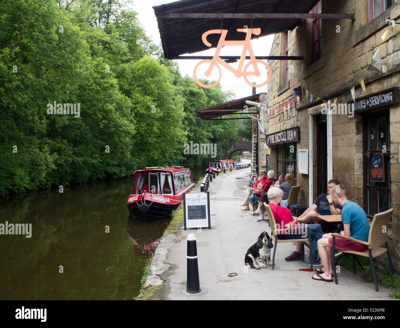 Cafe and Bike Shop on the Rochdale Canal at Hebble End Hebden Bridge West Yorkshire England - Stock Image