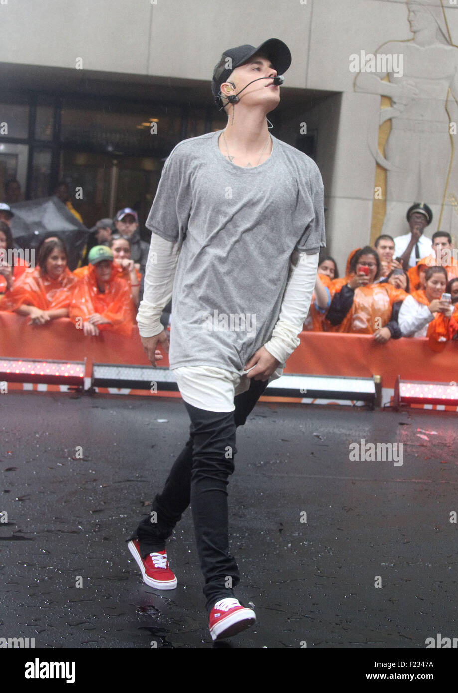 New York, New York, USA. 10th Sep, 2015. JUSTIN BIEBER performs on the 'Today' show where it mostly rained - Stock Image