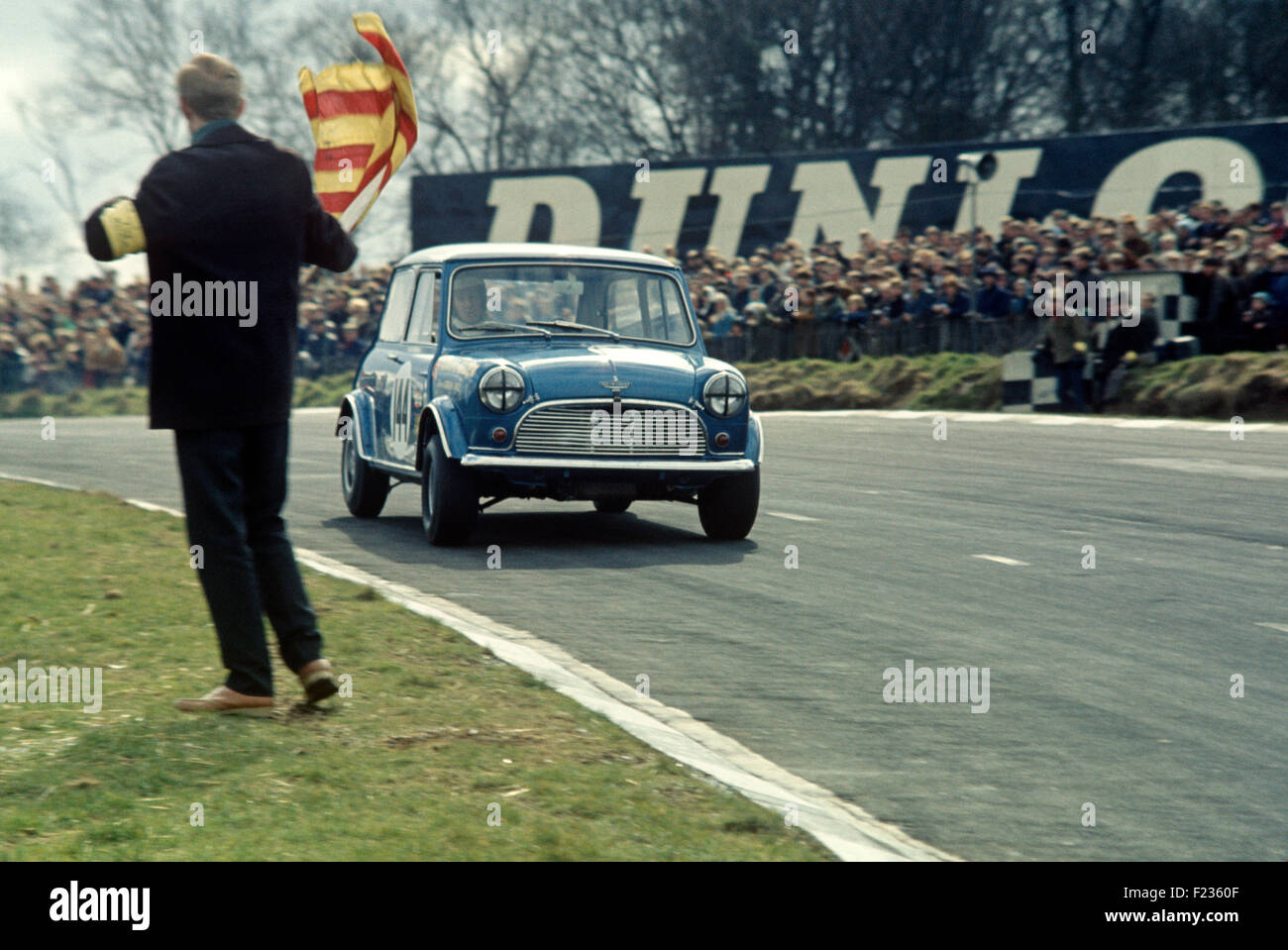 Marshal waving an oil flag at Gordon Spice in an Austin Mini Cooper, Race of Champions Trophy, Guards Trophy, 17 - Stock Image