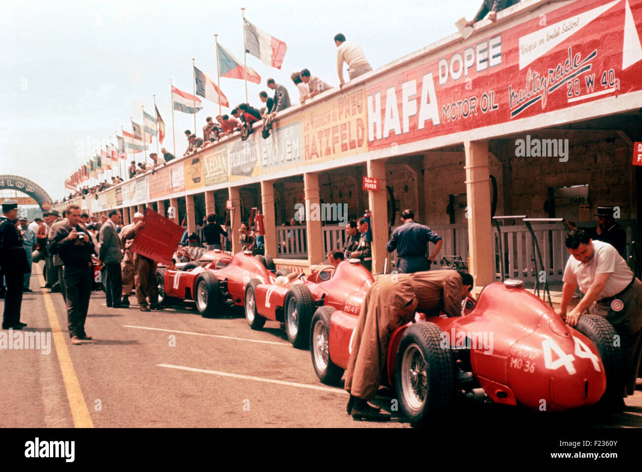 Phil Hill with Leica camera on left, Ferrari D50s Pits, French GP Reims 1 July 1956 - Stock Image