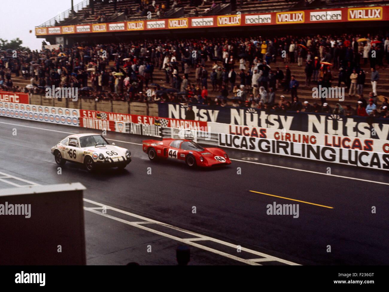 66 Claude Swietlik Jean-Claude Lagniez Porsche 911, 44 Clive Baker Digby Martland Chevron B16 BMW Le Mans 14 June - Stock Image