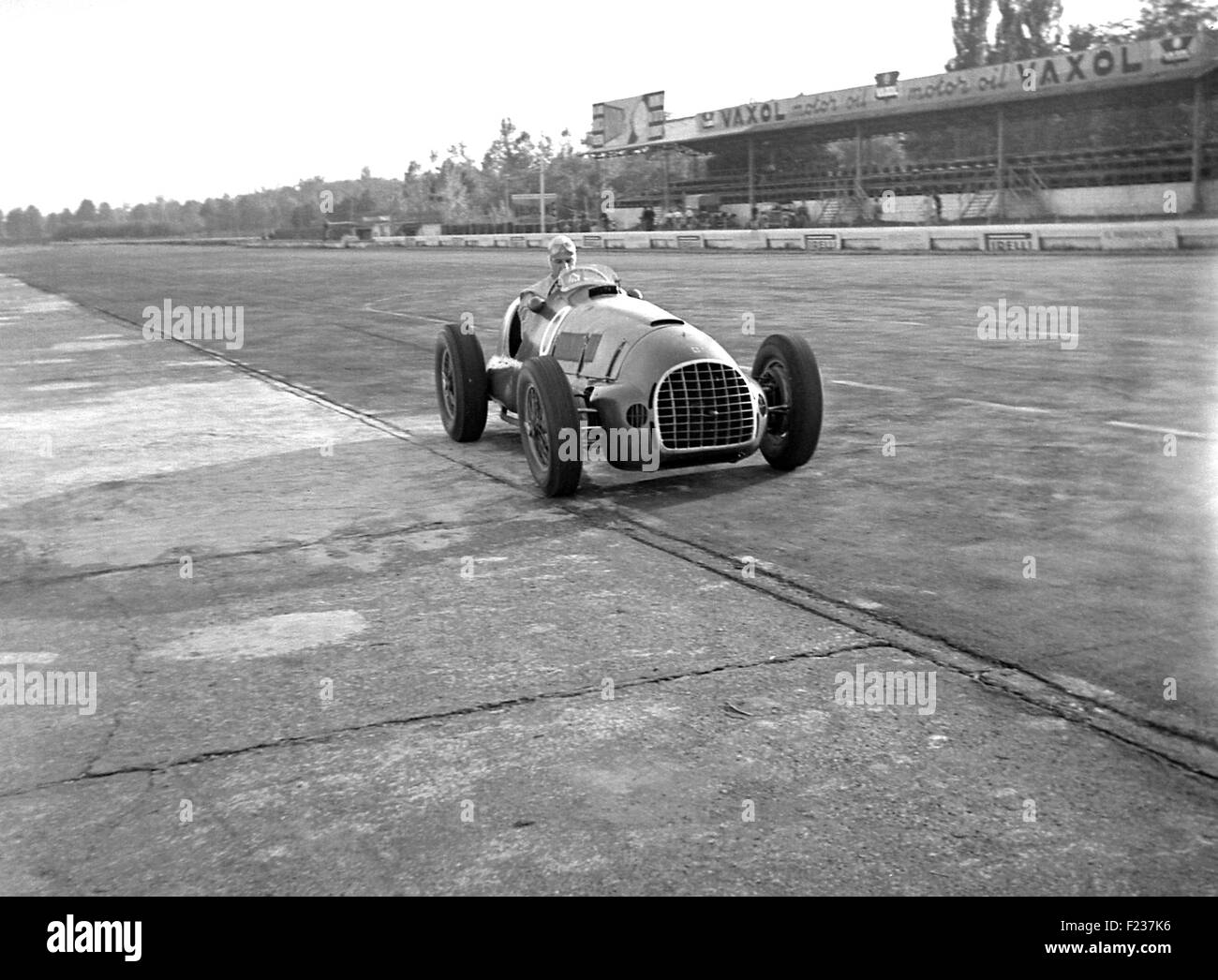 A Ferrari at the Italian GP at Monza 1949 - Stock Image