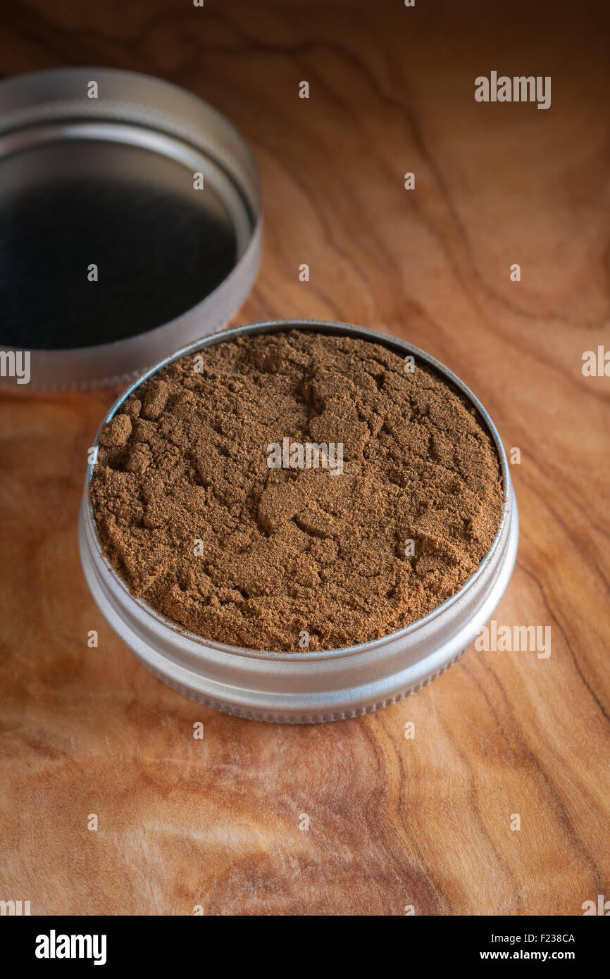 Dry snuff a smokeless tobacco made from ground tobacco leaves popular in the 18th century - Stock Image