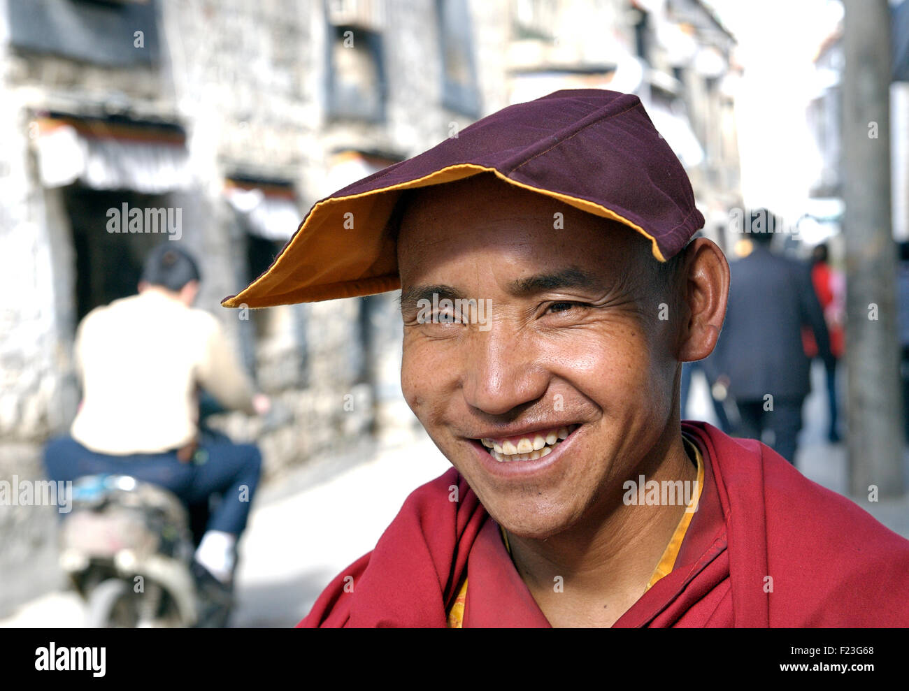 Portrait of a Tibetan buddhist monk in the old town area of Lhasa, Tibet - Stock Image