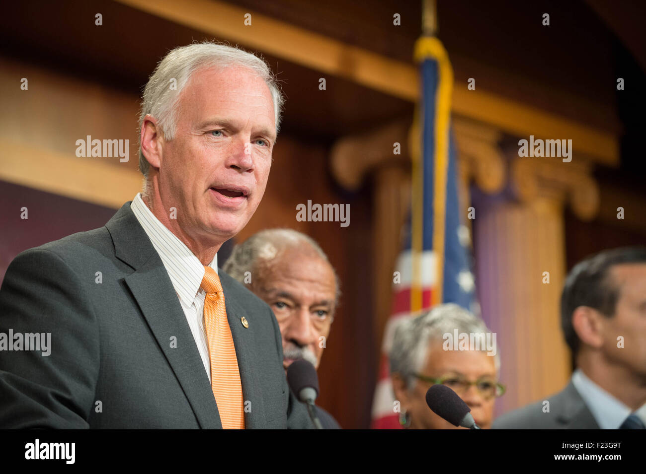Washington DC, USA. 10th September, 2015. U.S. Senator Ron Johnson joins a bipartisan group of legislators to introduce - Stock Image