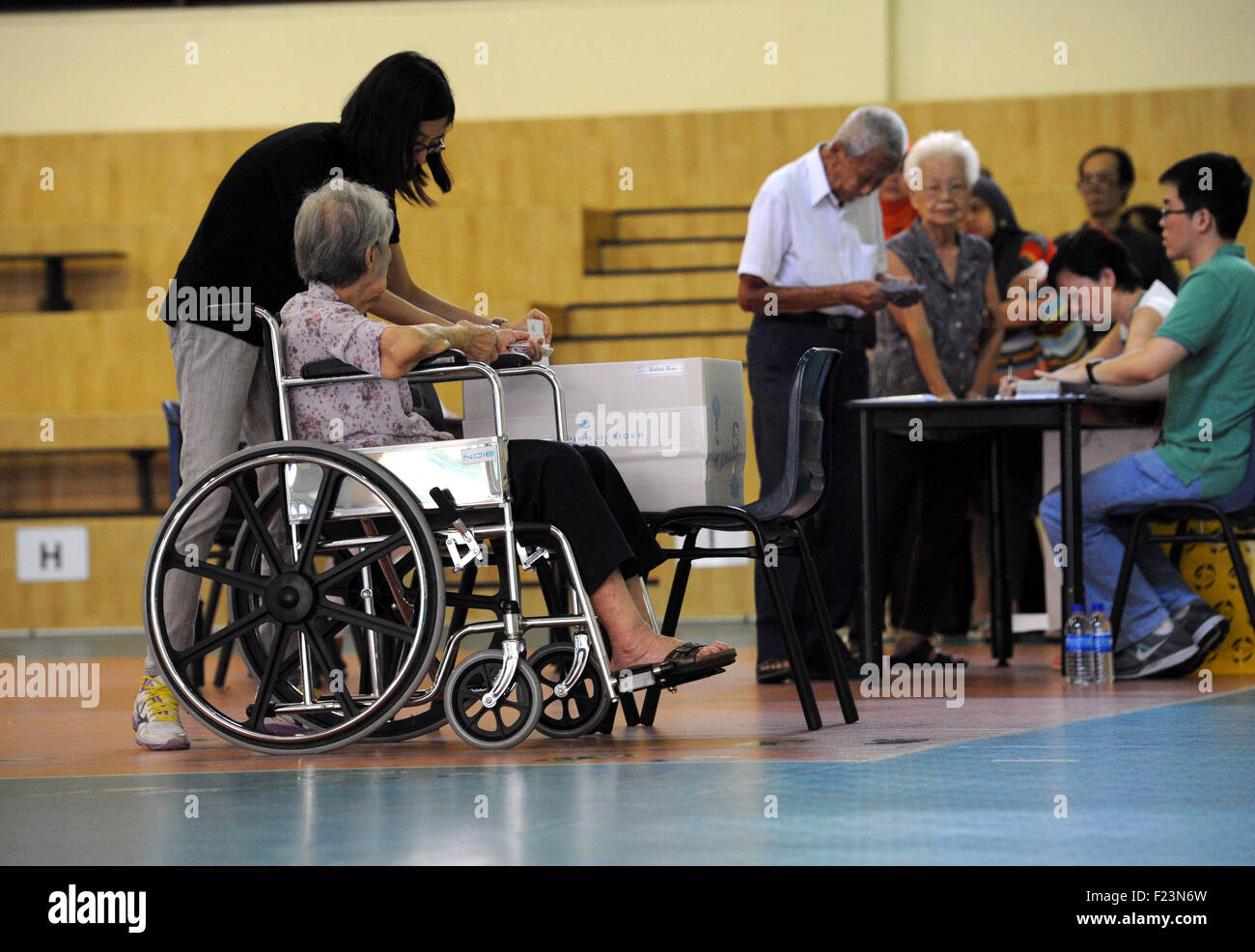 Singapore. 11th Sep, 2015. Singaporeans vote at a polling station at Singapore's Toa Payoh Sept. 11, 2015. Singaporeans - Stock Image