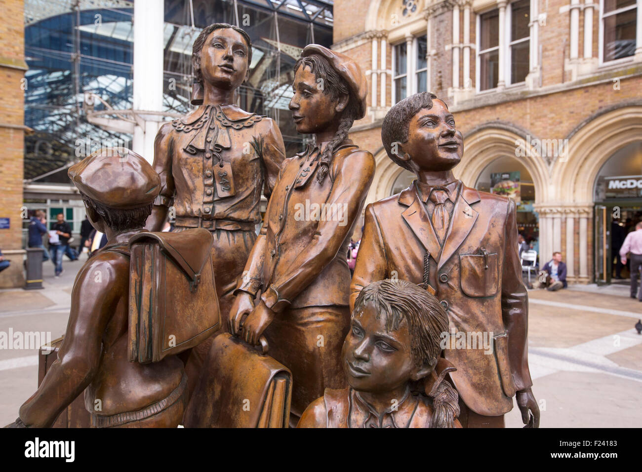 'Kindertransport - the arrival, a memorial by Frank Meisler at Liverpool Street Station in London, where trains - Stock Image