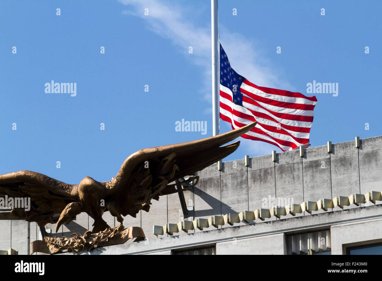 London ,UK. 11th September 2015. The Stars and strips flies at half  mast above the US embassy to remember  the Stock Photo