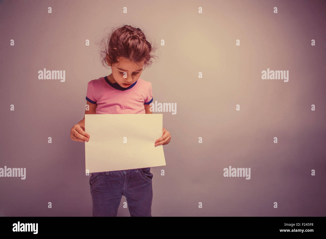 girl child 6 years of European appearance holds a blank slate, l - Stock Image