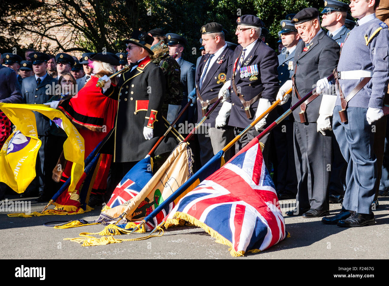 England, Rememberance Sunday. Flags lowered during the two minute silence, ex-military uniformed personnel standing - Stock Image