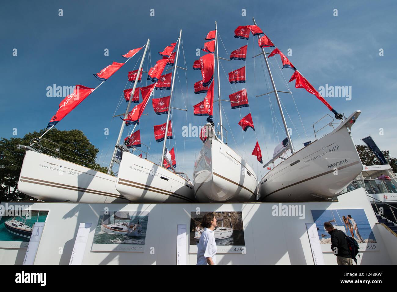 Southampton, UK. 11th September 2015. Southampton Boat Show 2015. Visitors walk past 4 Jeanneau yachts on display Stock Photo