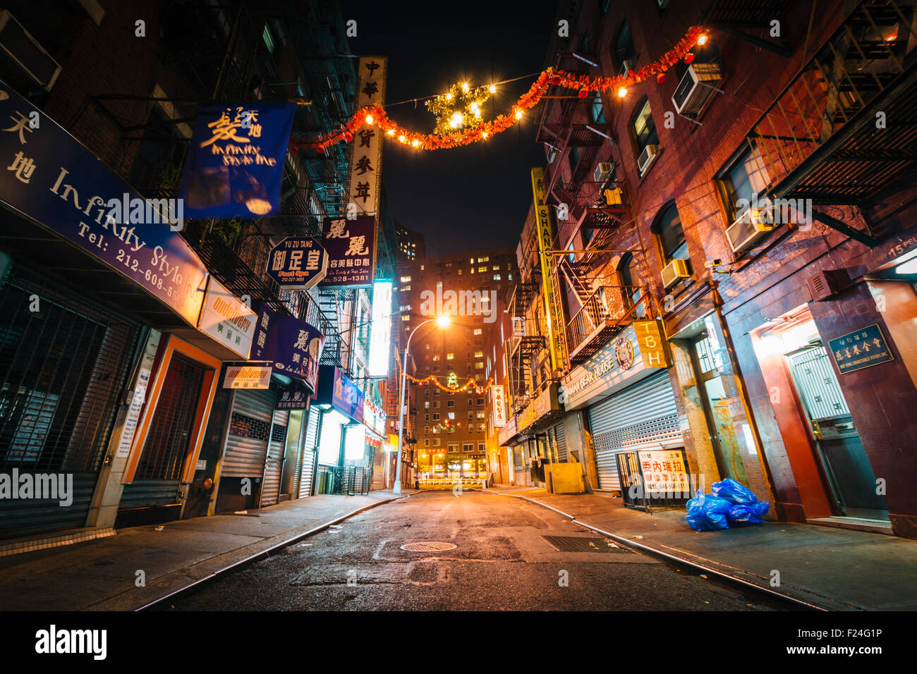 Pell Street At Night In Chinatown Manhattan New York Stock Photo Alamy