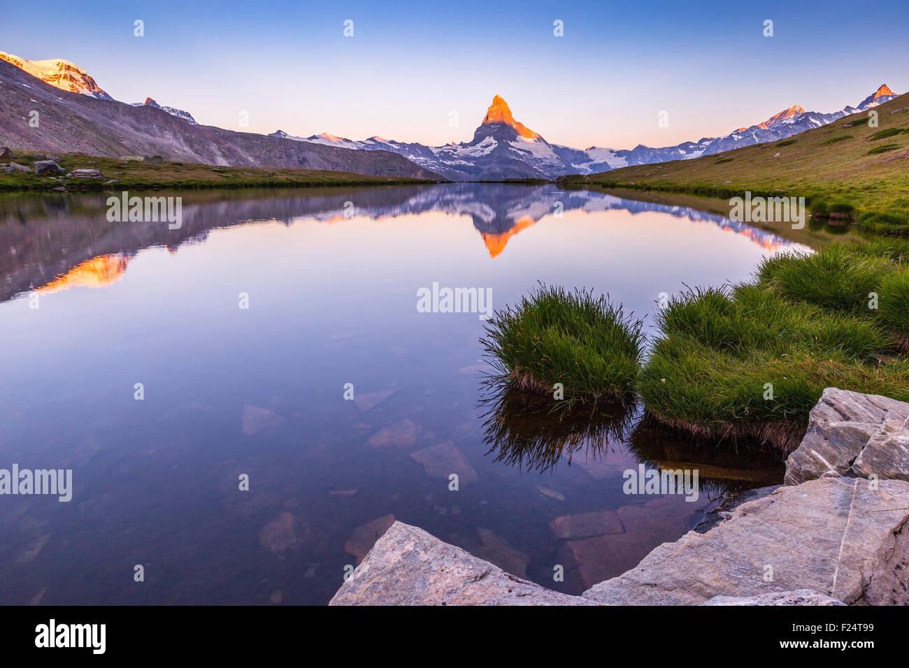 Sunrise on Matterhorn (Cervino) mountain peak. View from Lake Stellisee, Alpine landscape, Zermatt, Swiss Alps. Stock Photo