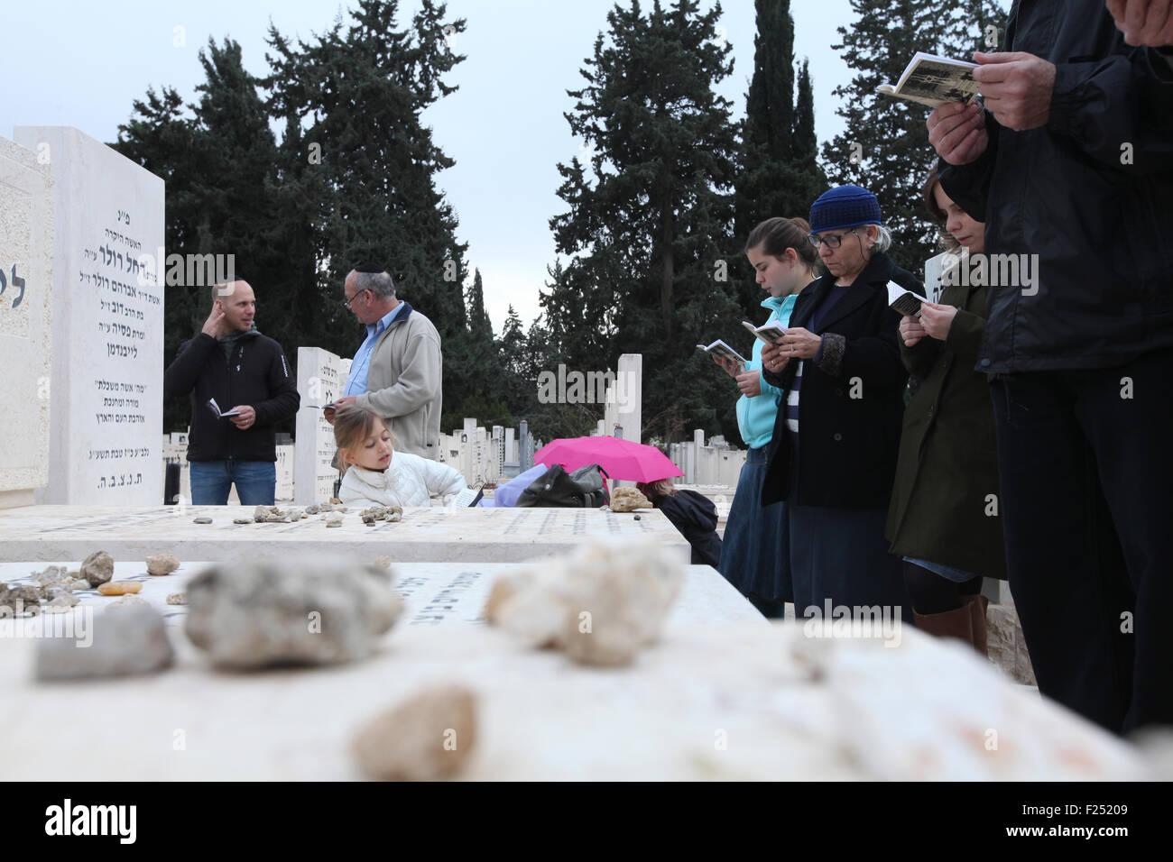 family members and friends of the deceased at the anual Azcara (bereavement) in Kiryat shaul cemetery in Tel Aviv - Stock Image
