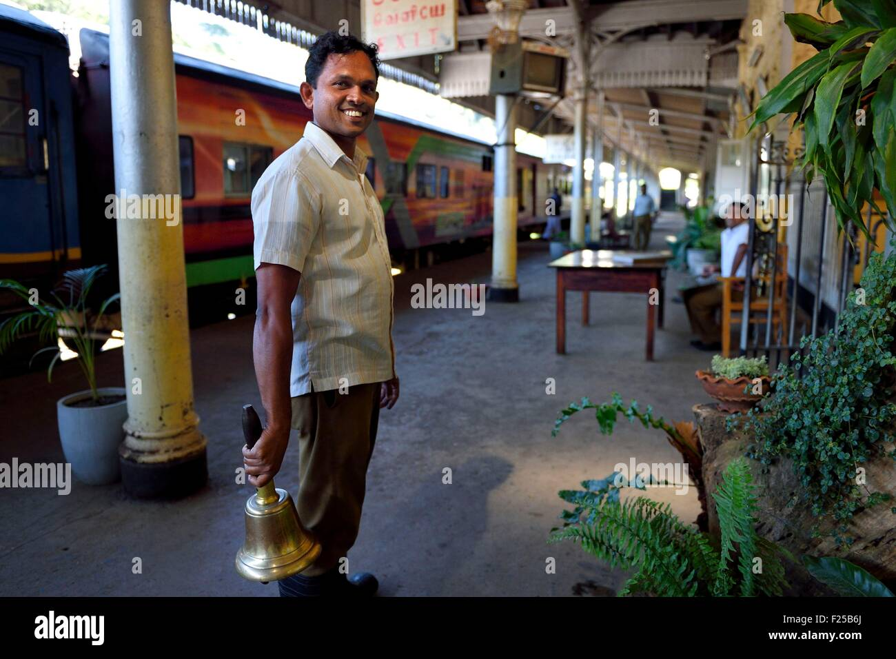 Sri Lanka, Uva Province, Badulla train station, announcement of the train departure with the bell - Stock Image