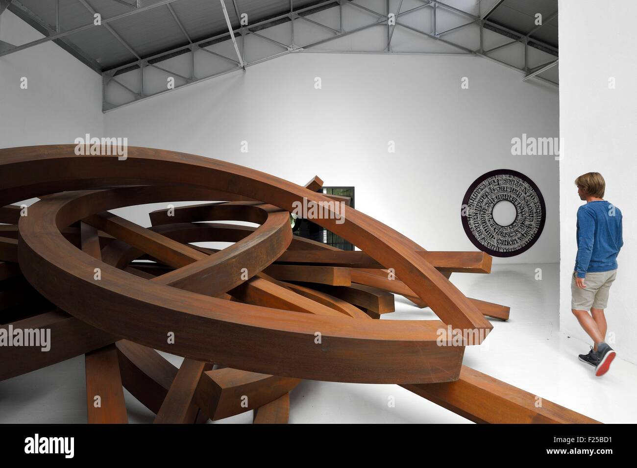 France, Var, Le Muy, Fondation Bernar Venet, Collapse (2014), a monumental piece of 200 tons of steel in the former - Stock Image
