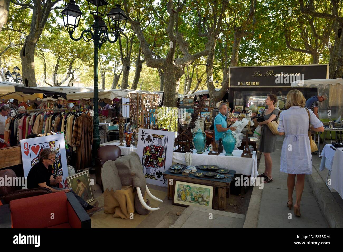 France, Var, Saint-Tropez, Place des Lices, every Tuesday and Saturday morning the market on the Place des Lices - Stock Image