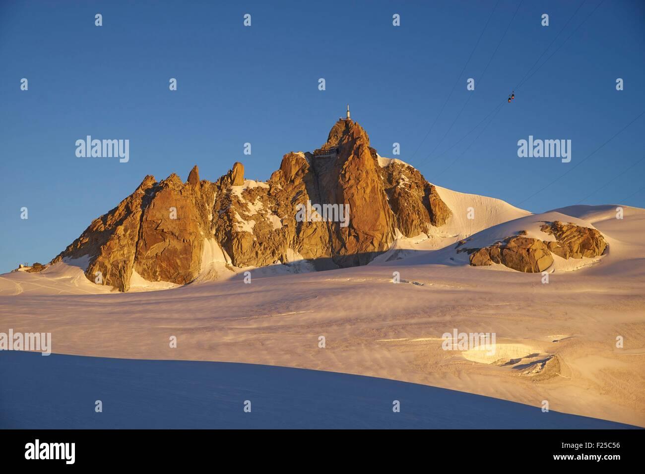 France, Haute Savoie, Chamonix, the aiguille du Midi (3848m) at sunrise, Mont Blanc range - Stock Image