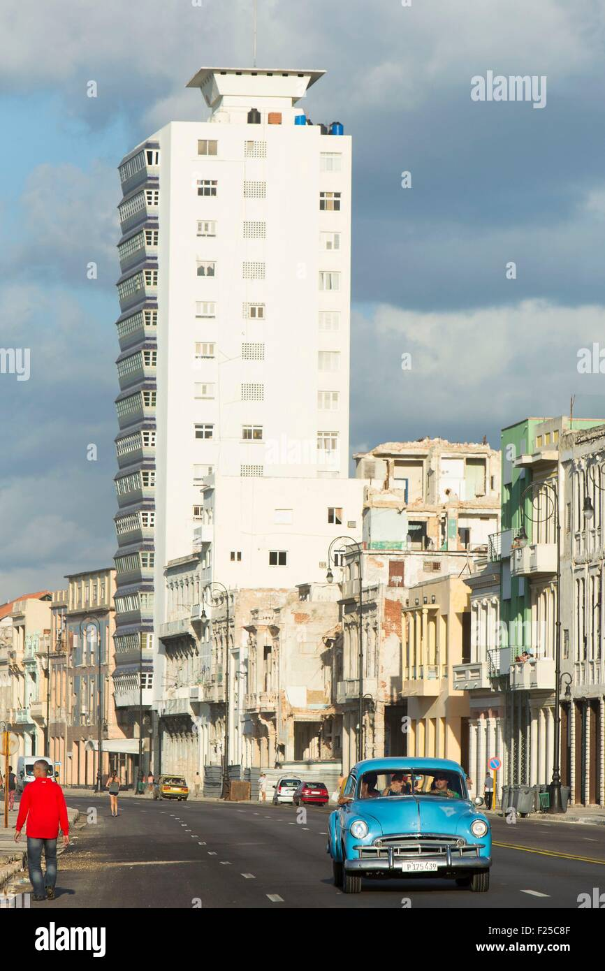 Cuba, Ciudad de la Habana province, La Havana, american car on the Malecon - Stock Image