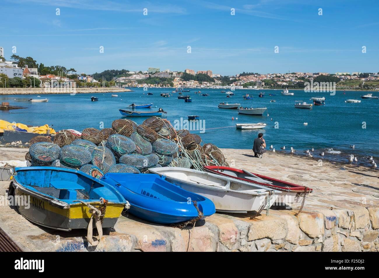 Portugal, North region, Porto, Douro river estuary, Afurada fishing village in the background - Stock Image