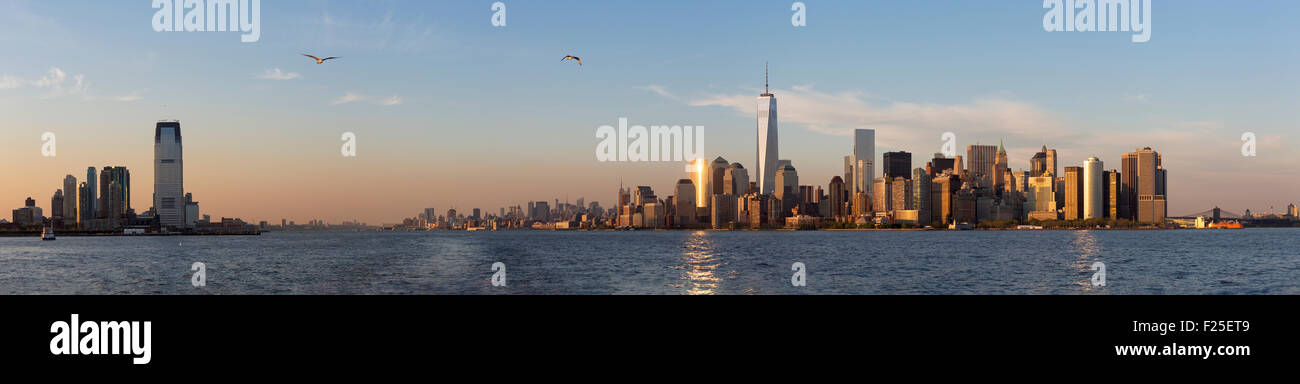 United States, New York, cruise around Manhattan Island, the One World Trade Center, panoramic picture - Stock Image