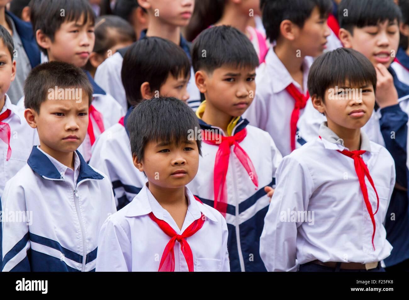 Vietnam, Hanoi, schoolchildren in the Temple of Literature - Stock Image