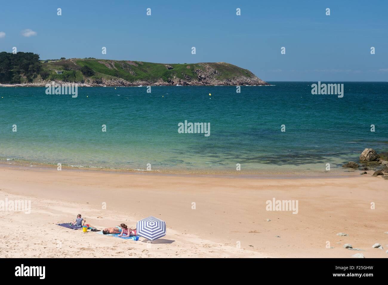 France, Cotes d'Armor, Frehel, beach of cove du Croc - Stock Image