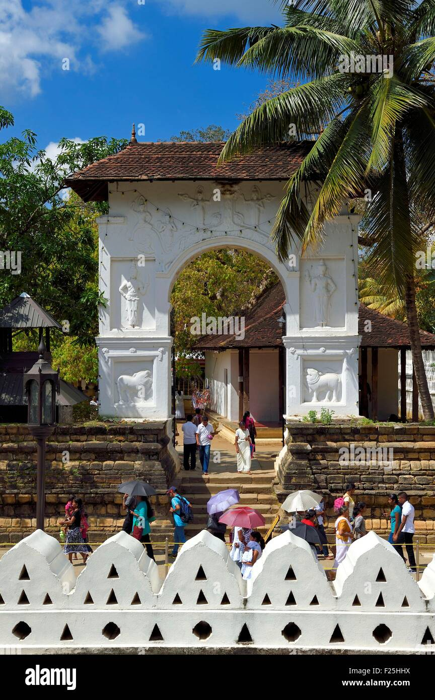 Sri Lanka, center province, Kandy, monumental gate in the gardens of the Temple of the Buddha Tooth (Sri Dalada - Stock Image