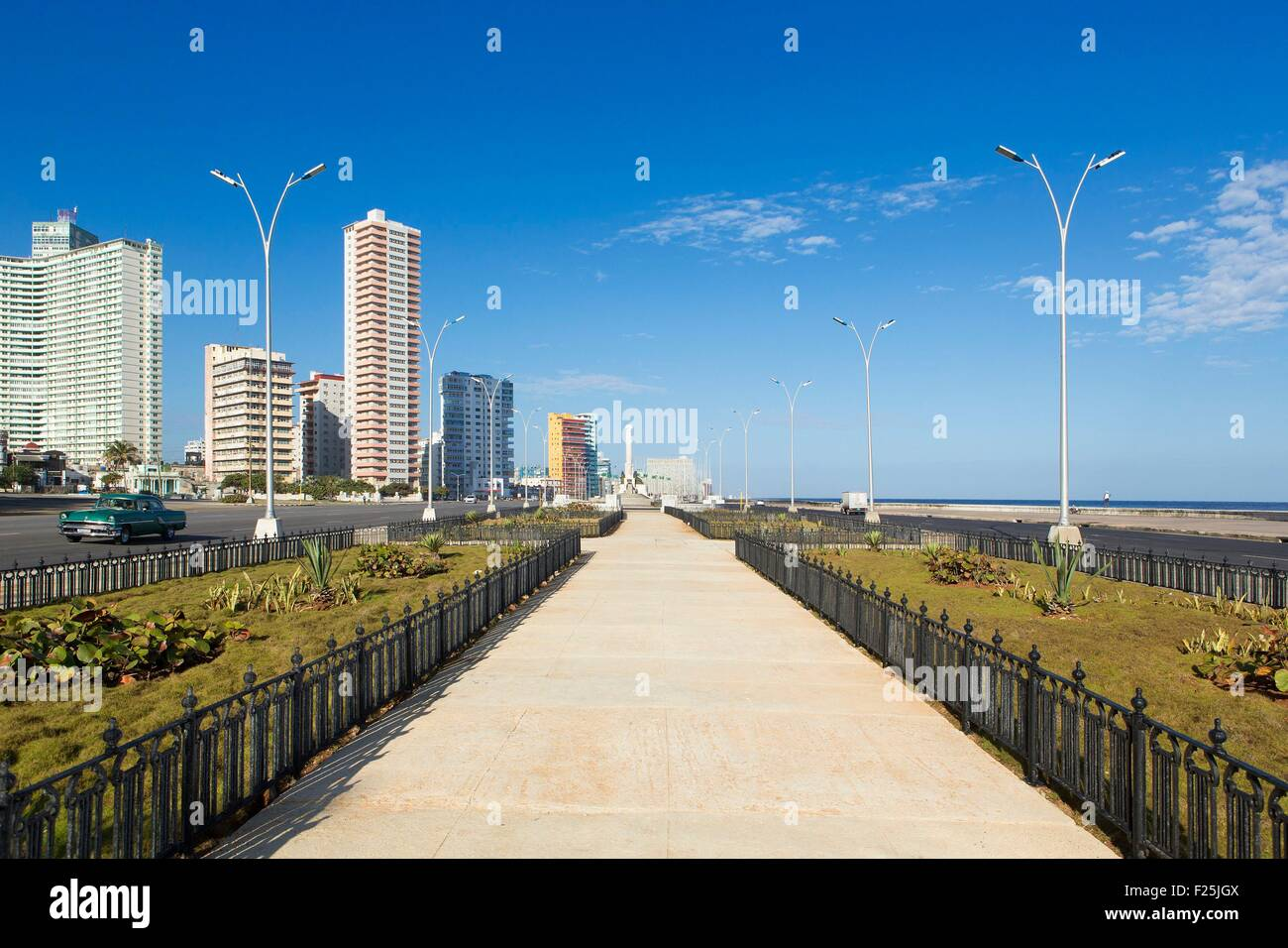 Cuba, Ciudad de la Habana province, La Havana, Vedado district, 1950's buildings and Malecon - Stock Image