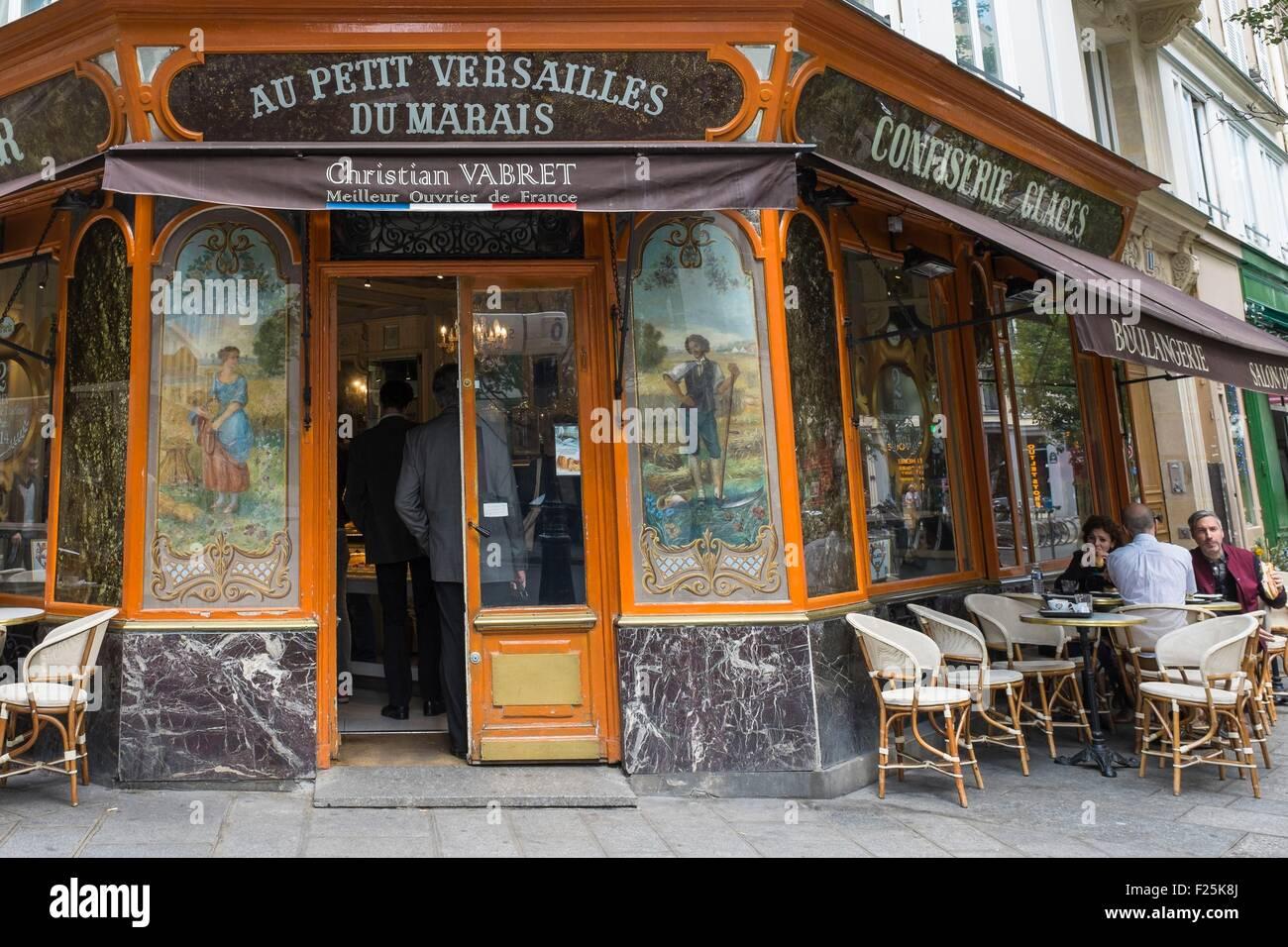 France, Paris, Marais district, bakery Au Petit Versailles, rue Franτois Miron - Stock Image