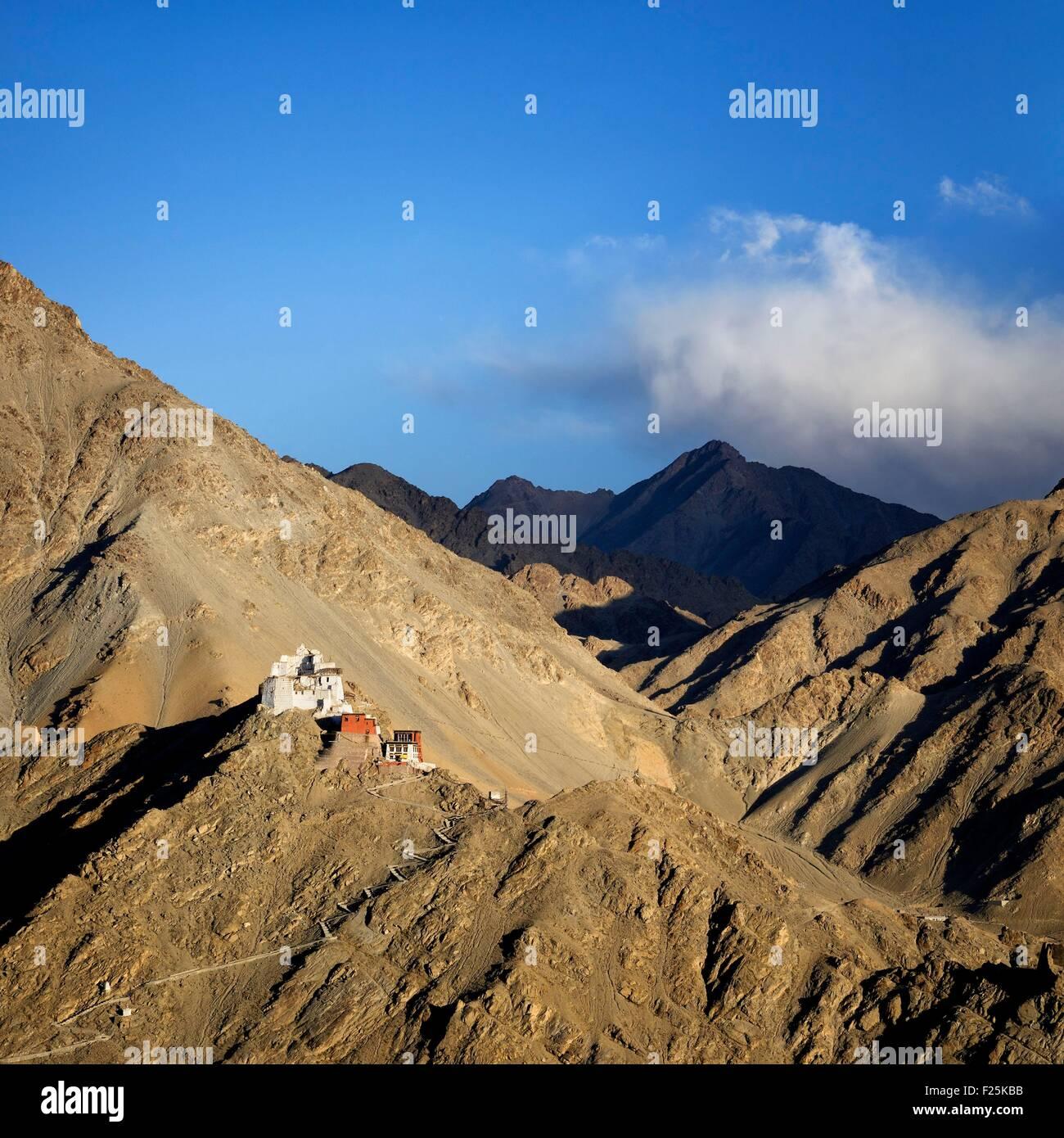India, Jammu and Kashmir State, Himalaya, Ladakh, Indus valley, Tsemo gompa (Buddhist monastery) above the town - Stock Image