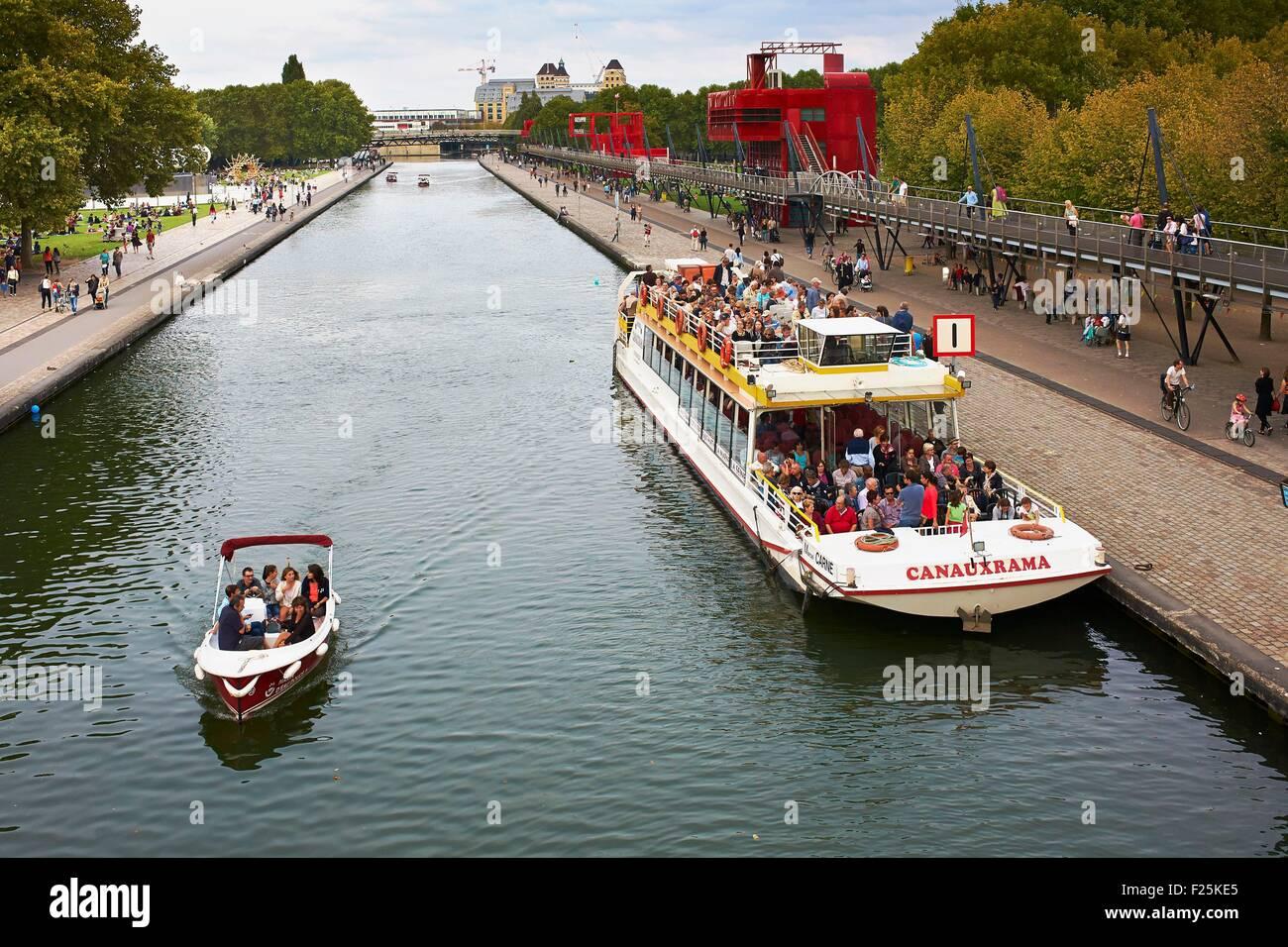 France, Paris, parc de La Villette, Navigation on the Ourcq channel - Stock Image