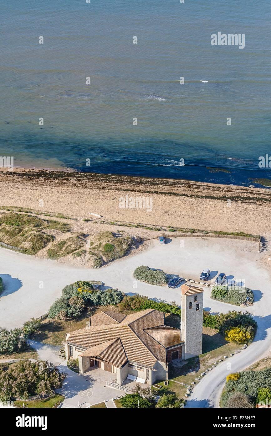 France, Charente Maritime, Saint Pierre d'Oleron, la Cotiniere church (aerial view) - Stock Image