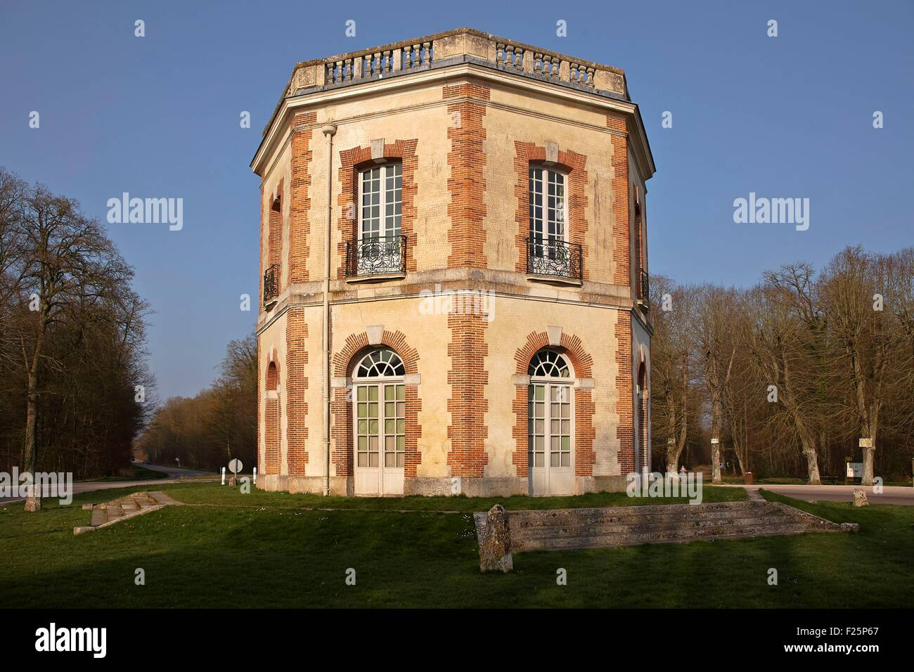 France, Eure et Loir, Abondant, Octagonal Hunting pavilion in the Dreux forest - Stock Image