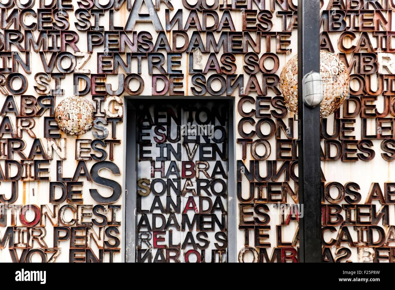 Cuba, Havana, Miramar quarter, detail of decoration in El Cocinero restaurant, Fabrica De Arte - Stock Image