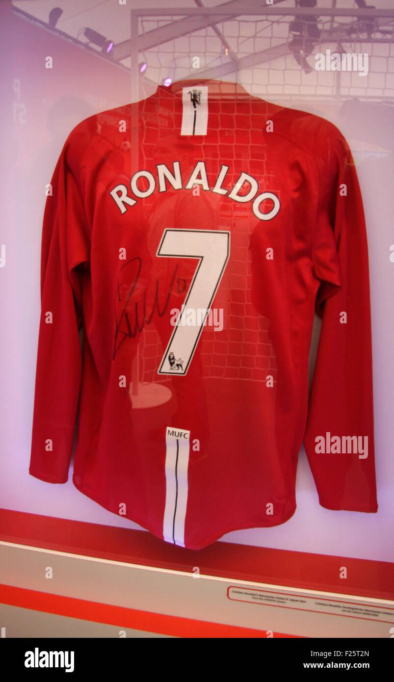 das Trikot von Christiano Ronaldo von Manchester United - Ausstellung zum Thema 'Fussball Chamiopns Leage', - Stock Image