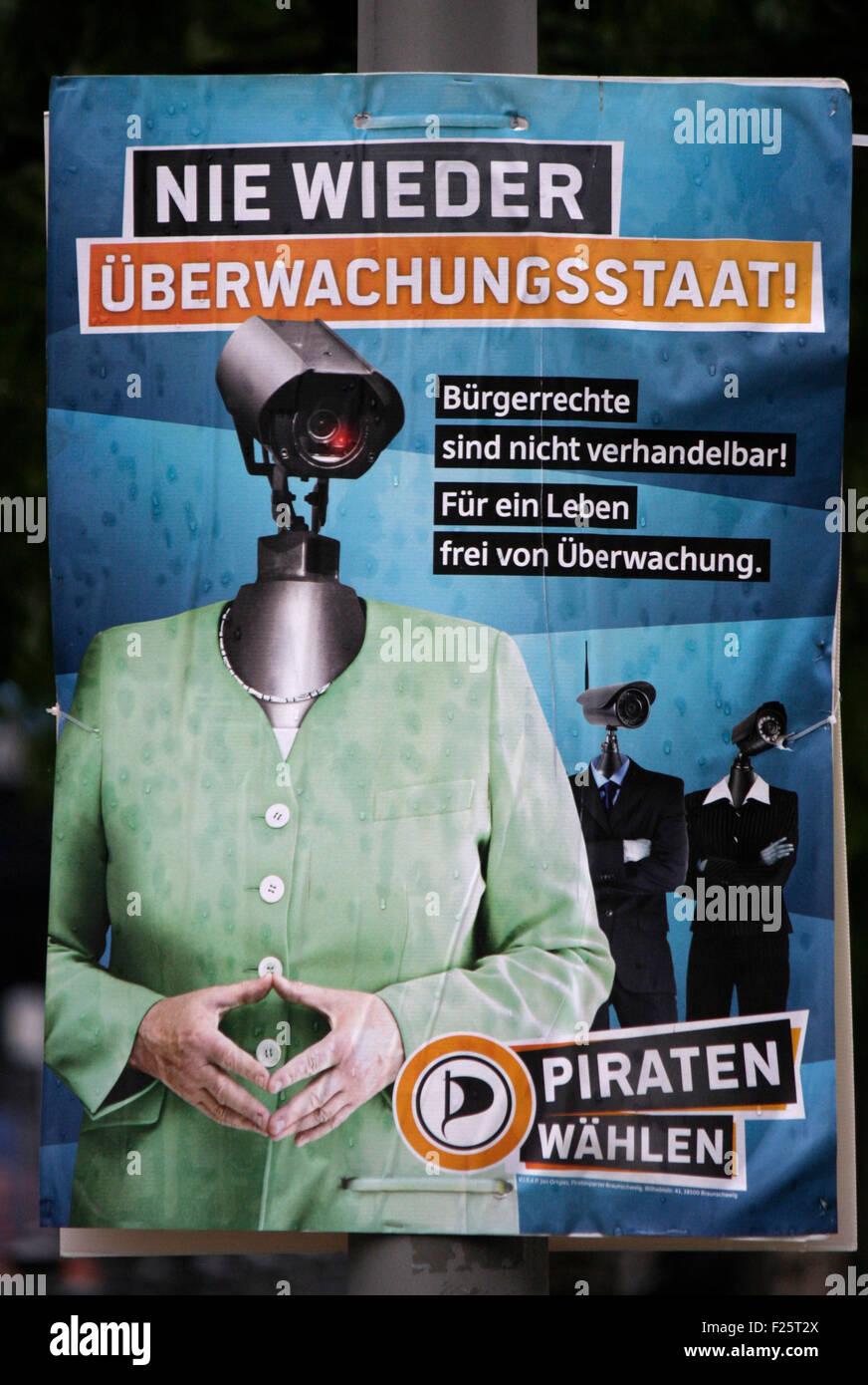 Bundestagswahlkampf 2013: Wahlplakat der Piratenpartei mit einer Ueberwachungskamera, die auf den Koerper von Bundeskanzlerin - Stock Image