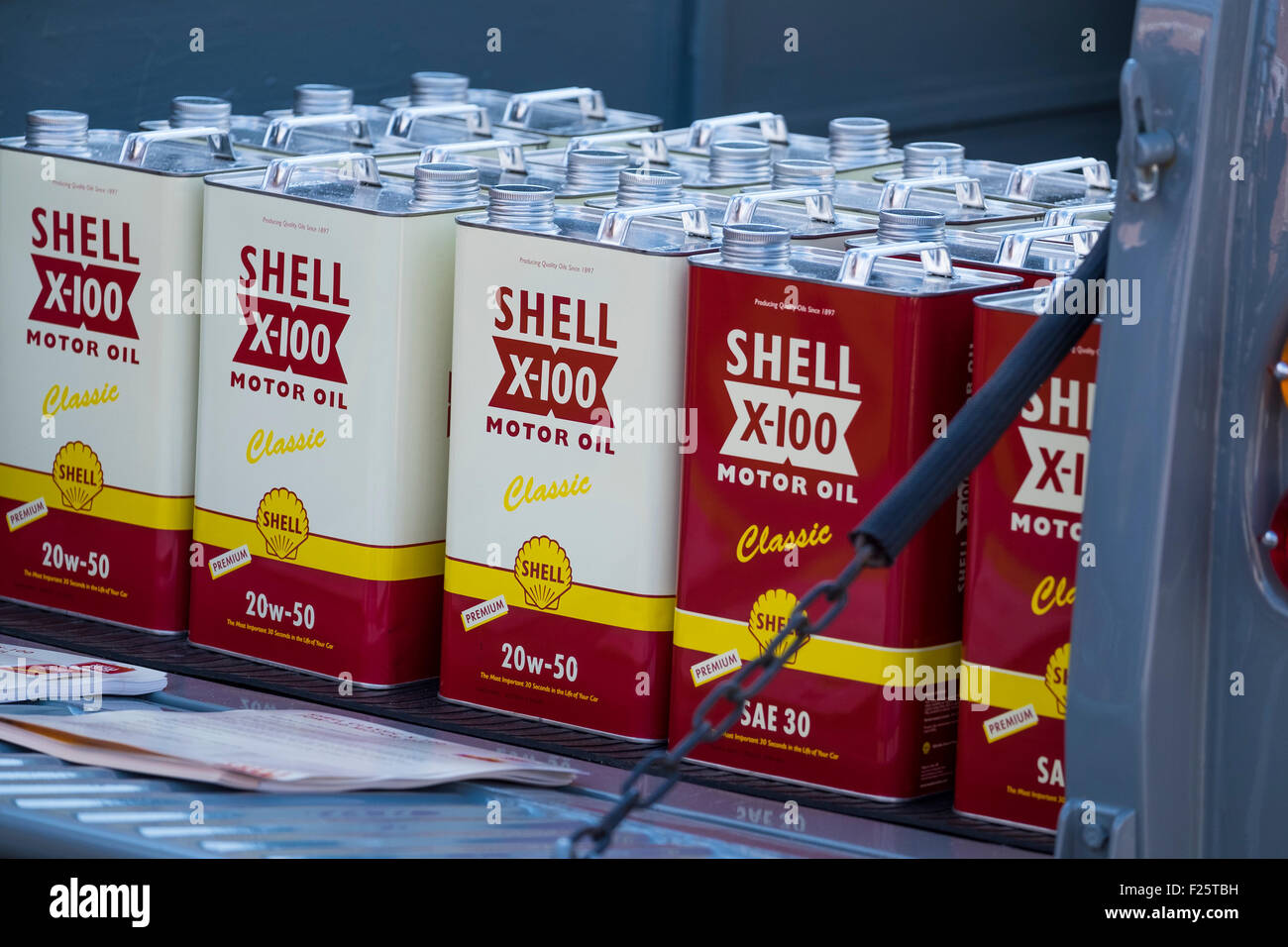 Tins shell X-100 motor oil classic 20w-50 SAE30 - Stock Image