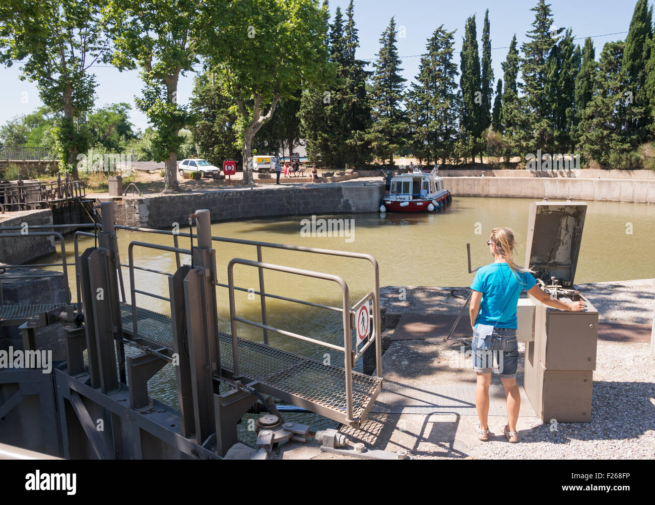 The lock keeper at Agde Round Lock,  on the Canal du Midi, Hérault,  Languedoc-Roussillon, France, Europe - Stock Image