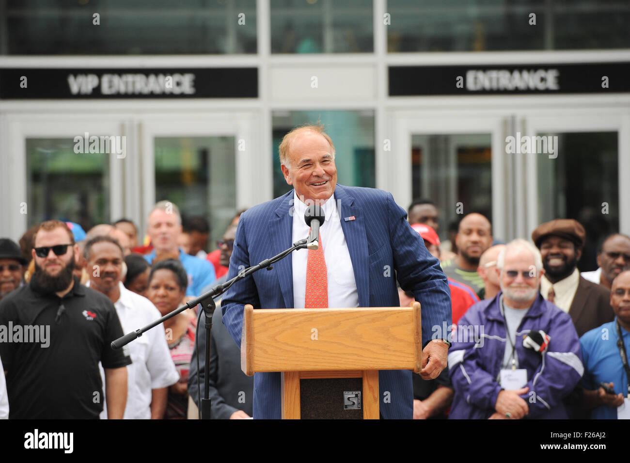 Philadelphia, Pennsylvania, USA. 12th Sep, 2015. Former Pennsylvania Governor, ED RENDELL, speaking at the unveiling - Stock Image