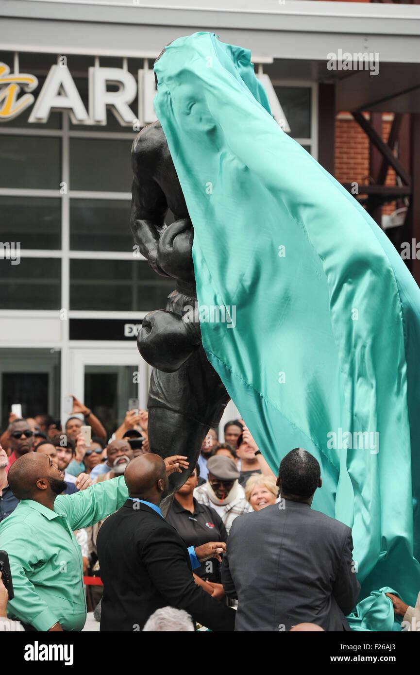 Philadelphia, Pennsylvania, USA. 12th Sep, 2015. The family of Joe Frazier unveils the statue of Philadelphia's - Stock Image