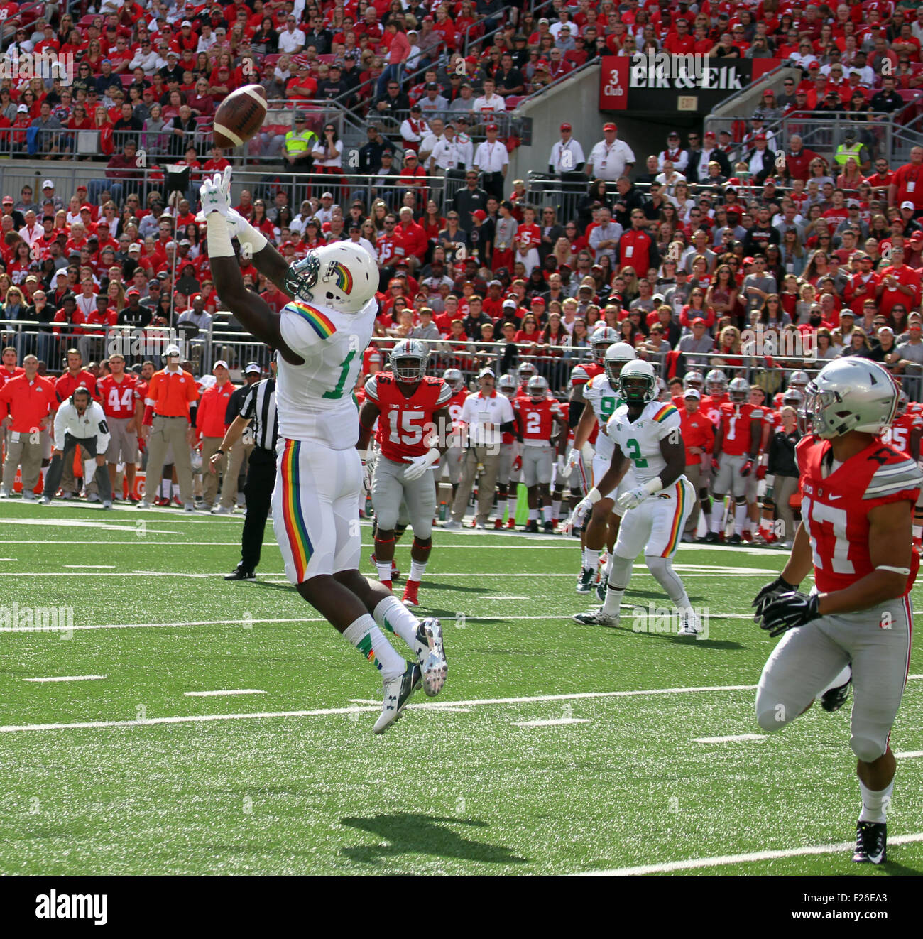 September 12, 2015 - Hawaii Rainbow Warriors defensive back Nick Nelson #11 just misses an interception in the first - Stock Image