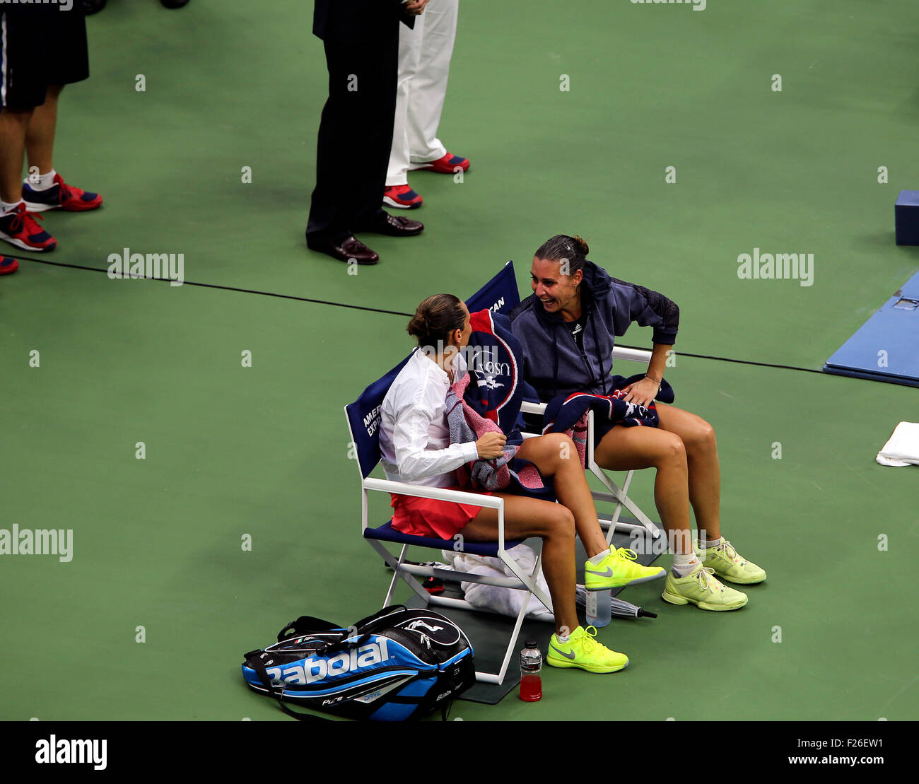 New York, USA. 12th Sep, 2015. Flavia Penetta of Italy and countrywoman Roberta Vinci share a laugh together while - Stock Image