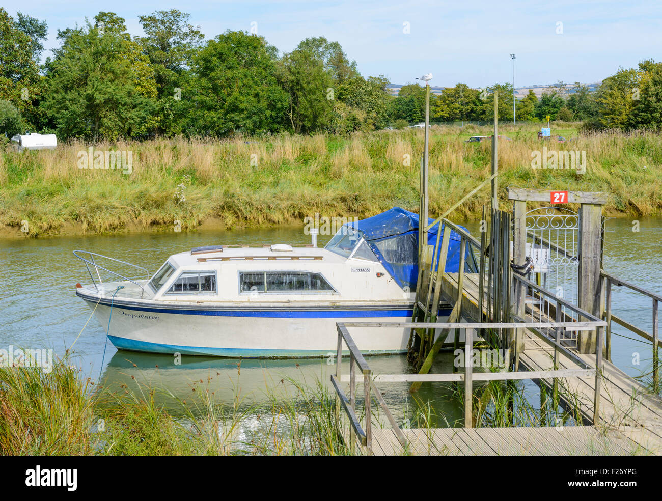 Small pleasure boat moored up on the River Arun in Arundel, West Sussex, England, UK. - Stock Image