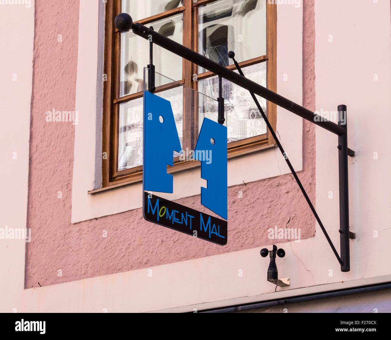 Moment Mal shop sign on pink building in Füssen Town, Ostallgaü, Bavaria, Germany - Stock Image
