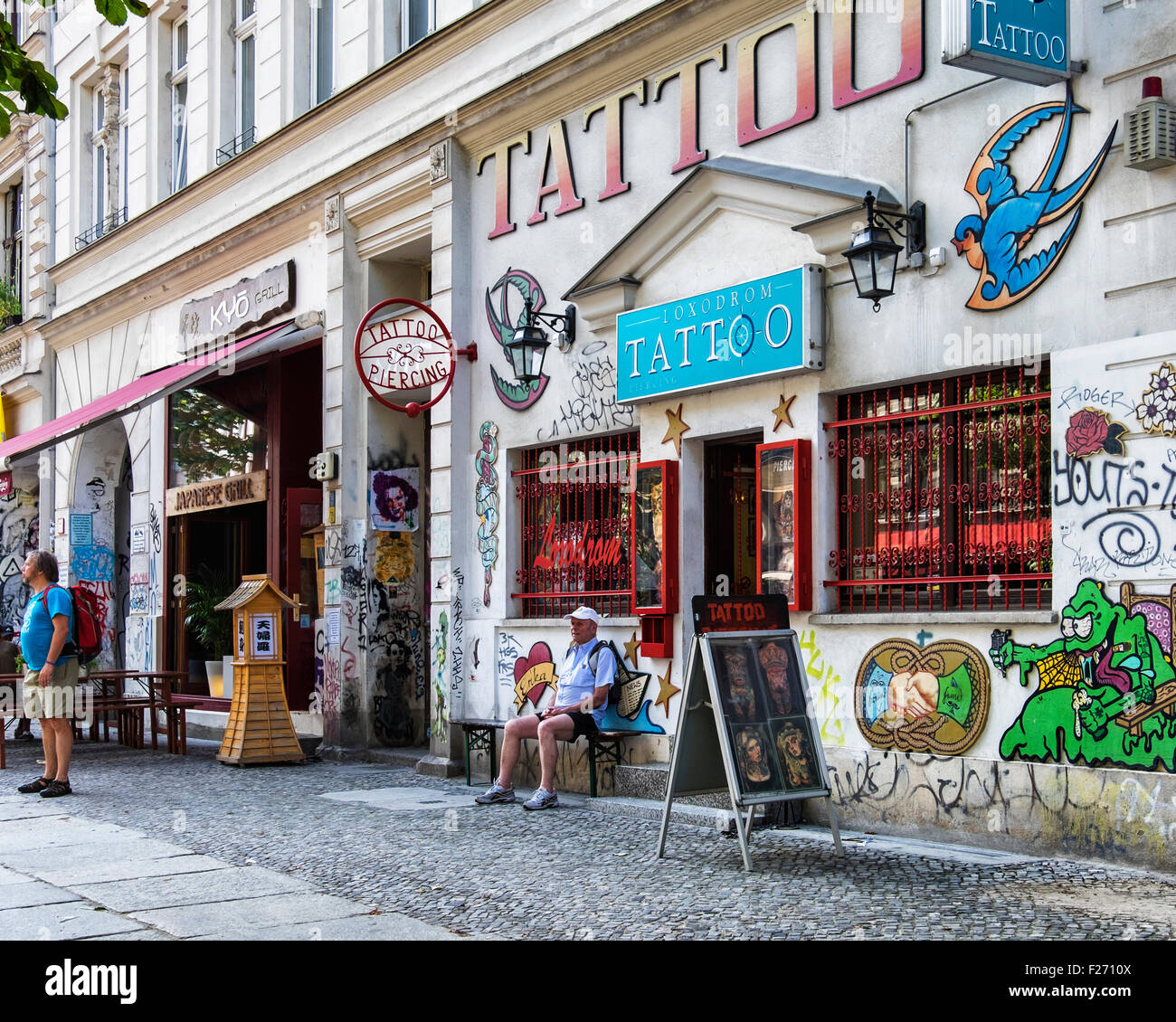 Loxodrom Tattoo & Piercing Parlour, shop exterior with colourful paintwork Kastanienallee, Berlin - Stock Image